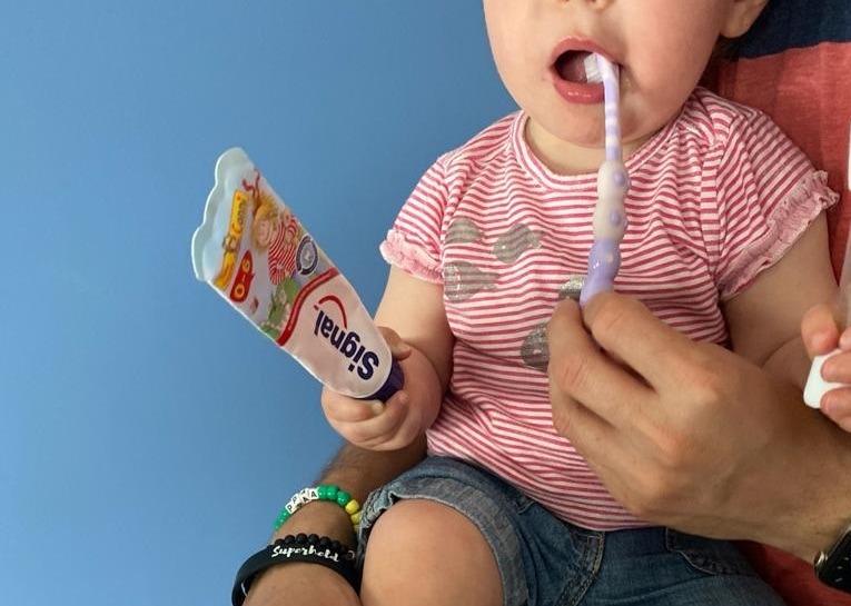 Der erste Zahn ist da – Zahnputztipps auch für Verweigerer :-)